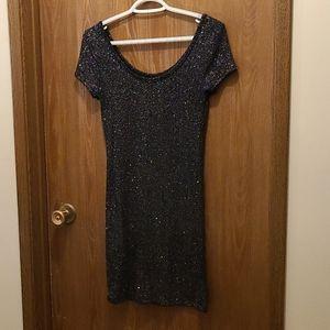 🌿2/$45 - Sparkly short sleeved dress
